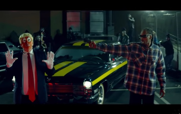 Snoop Dogg в новом клипе стреляет в клоуна-Трампа
