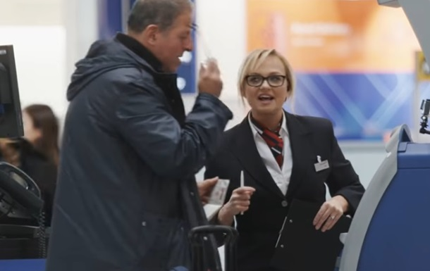 Экс-Spice Girls Эмма Бантон разыграла пассажиров ваэропорту Лондона