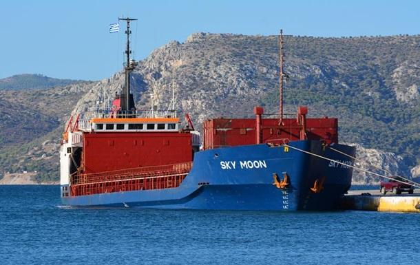 Украинский суд конфисковал заходившее впорт Крыма судно