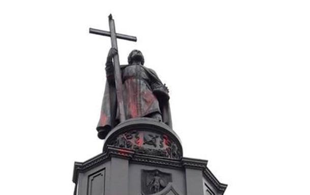 У Києві облили фарбою пам ятник князю Володимиру