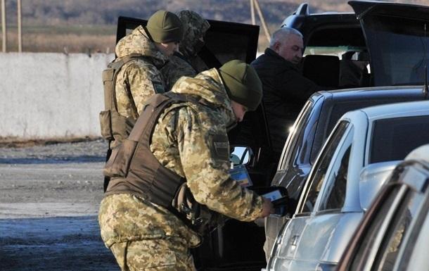 Под Луганском наблокпосту неизвестный автомобиль сбил военного