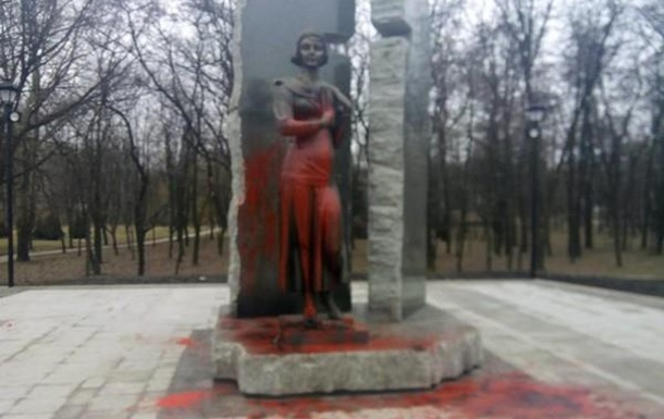 Евреи с памятниками не воюют