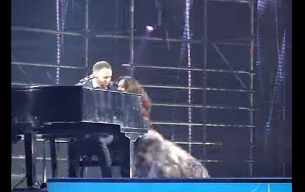 Ротару апала на концерте