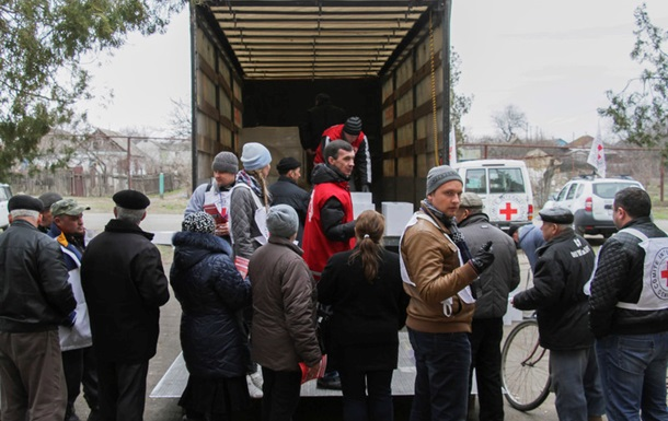 Красный Крест отправил в АТО 7 грузовиков помощи