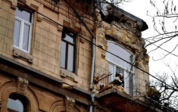 В Одессе обрушился фасад дома