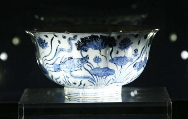 ВГонконге за $29,5 млн продали фарфоровую чашу династии Мин