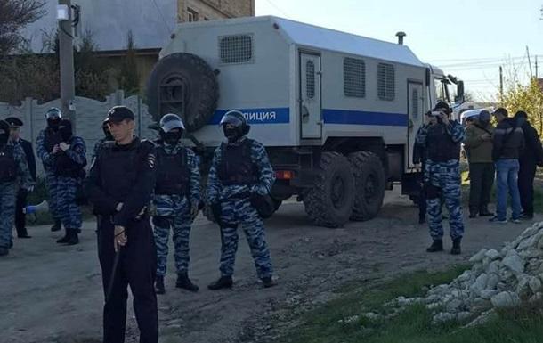 Российские силовики задержали восемь человек в Крыму