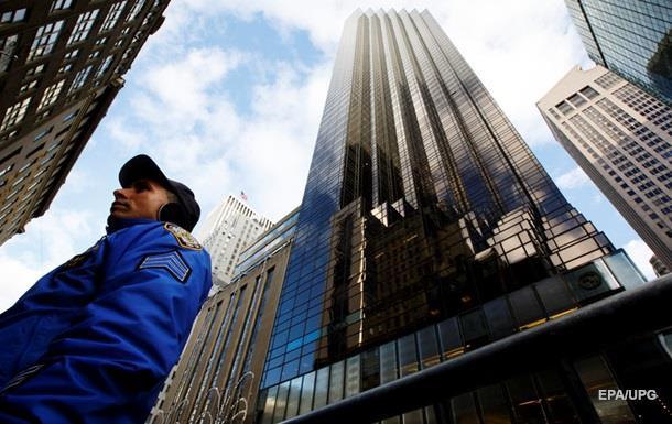 Активисты устроили акцию протеста вTrump Tower