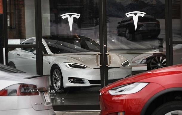 Tesla Model S75 упала вцене