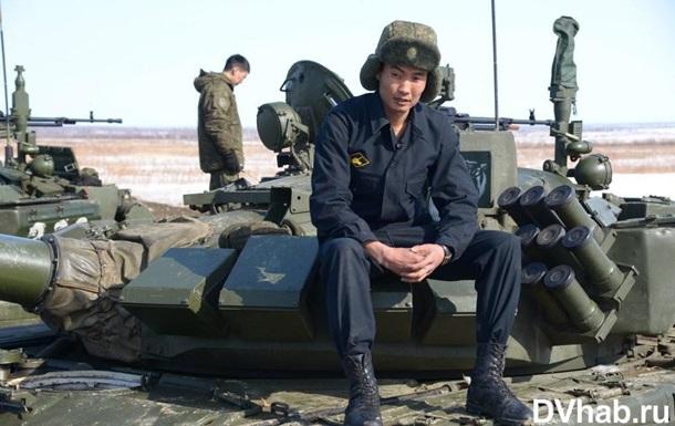 Росія стягує військову техніку до кордону з КНДР