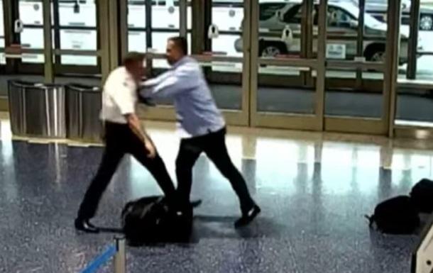 В США пассажир избил пилота за  занятое место