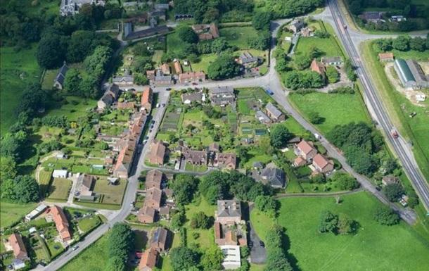 ВВеликобритании продали целую деревню в неменее чем 40 домами