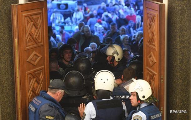 Могерини осудила нападения начленов парламента вМакедонии
