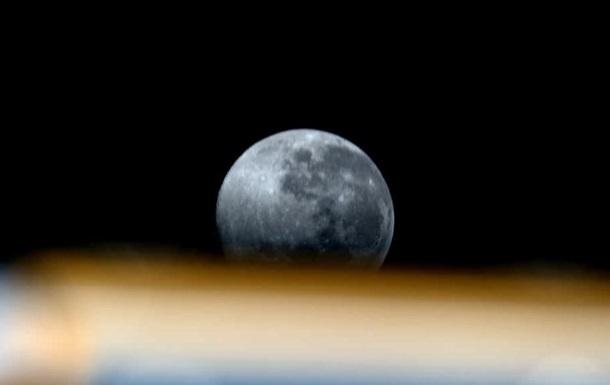Астронавт показав Місяць з МКС