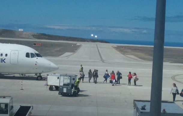 Аэропорт наострове Святой Елены принял 1-ый самолет спустя год после постройки