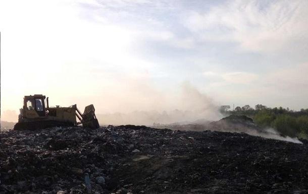 ВРивненской области гасят пожар насвалке