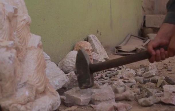 Боевики ИГИЛ уничтожили древние статуи в Сирии