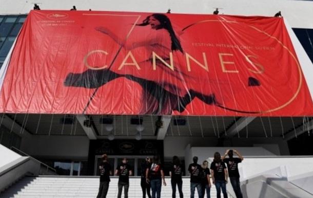 Звёзды поражают: Поцелуй Моники Белуччи вКаннах нацеремонии открытия