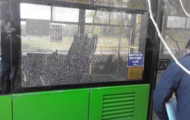 ВХарькова злоумышленники расстреляли троллейбус слюдьми