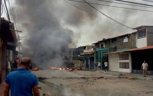 ВВенесуэле вовремя протестов сожгли дом экс-президента