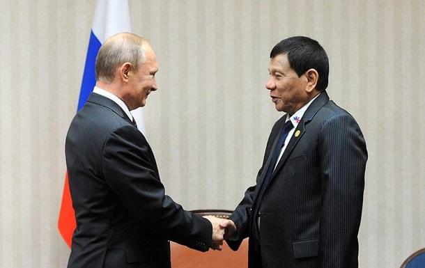 Скандальный президент Филиппин прерывает визит в РФ