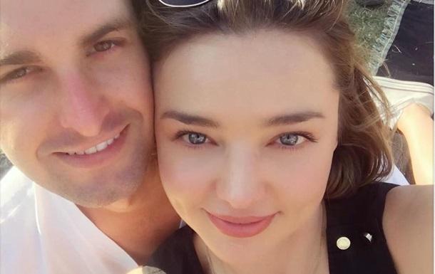 Миранда Керр исоздатель Snapchat поженились