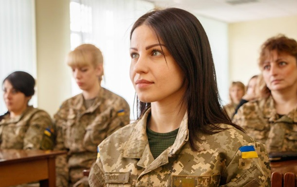 Степан Полторак підписав наказ про призов офіцерів запасу на військову службу