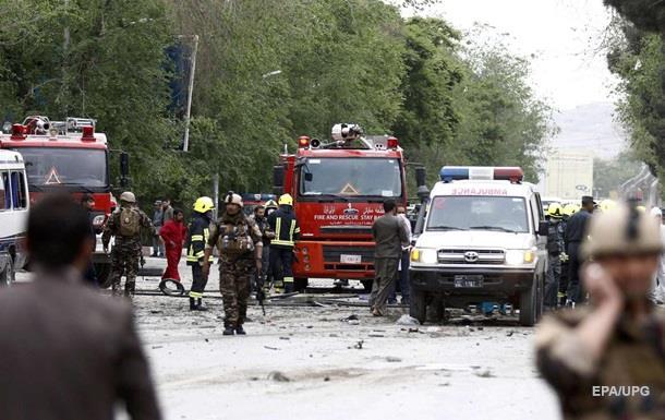 Напохороні жертв сутичок уКабулі пролунали три вибухи, є загиблі