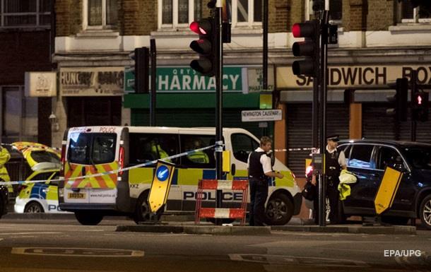 Работники вооруженной английской милиции убили как минимум 2-х из 5-ти террористов