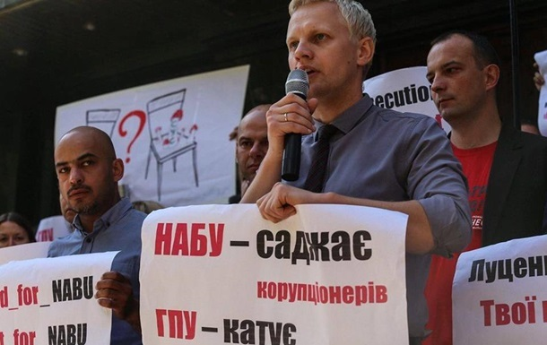Антикоррупционер Шабунин ударил помощника нардепа— тот брызнул влицо изгазового баллончика