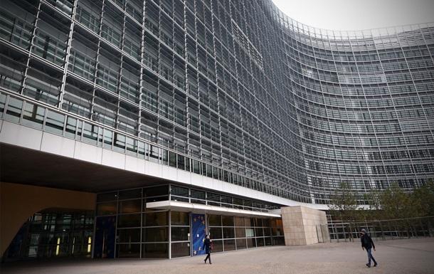 ЄС виступив проти ідеї Порошенка про небіометричні паспорти для Криму таОРДЛО