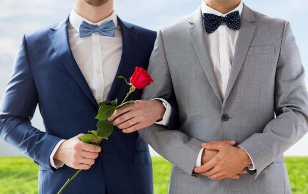 В Колумбии трое мужчин заключили официальный брак