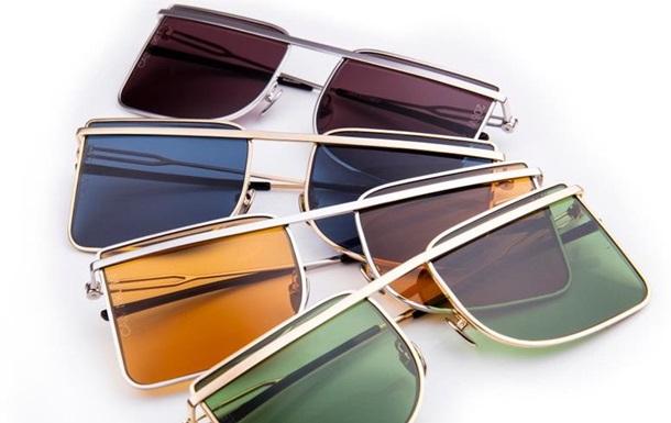 Calvin Klein выпустил очки с адресами магазинов