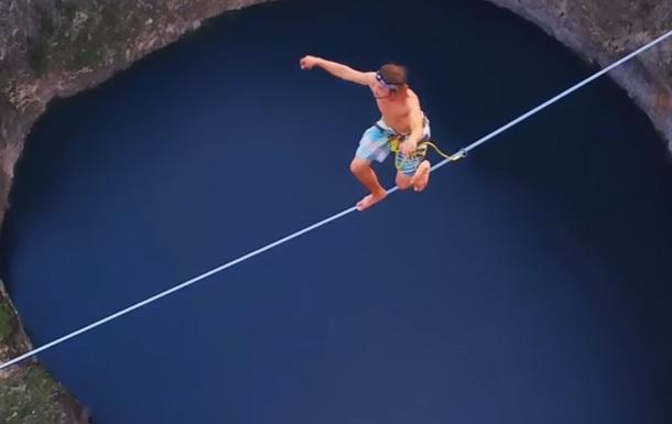 Экстремалы показали трюк над 240-метровым ущельем