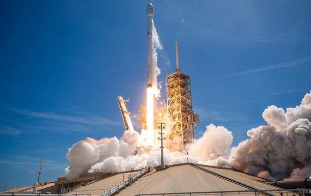 Ракета Falcon 9 стартувала з десятьма супутниками