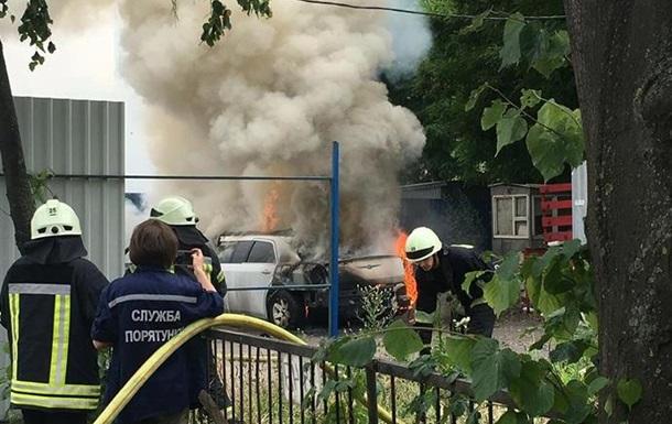 Неизвестные сожгли лимузин вКиеве