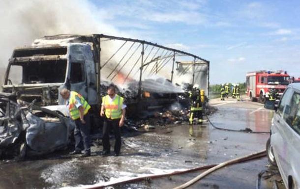 Туристический автобус сгорел врезультате дорожного происшествия наюге Германии