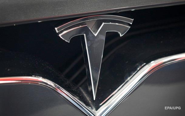 Дизельный Ауди SQ7 иэлектрокар Tesla Model Xсразились вдрэг-рейсинге
