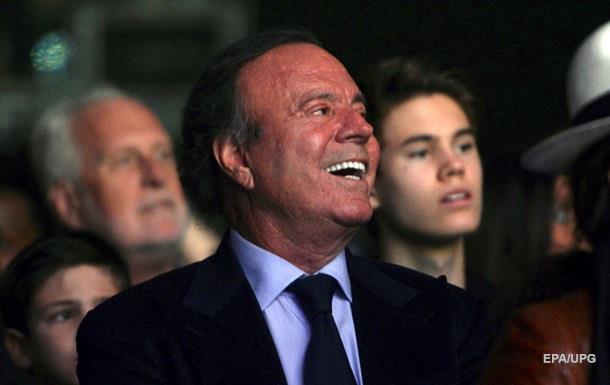 Мужчина доказал ДНК-тестом, что является сыном Хулио Иглесиаса