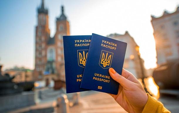Опитування: Українців половина небула закордоном
