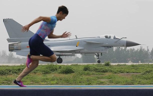 Китайський бігун обігнав військовий літак