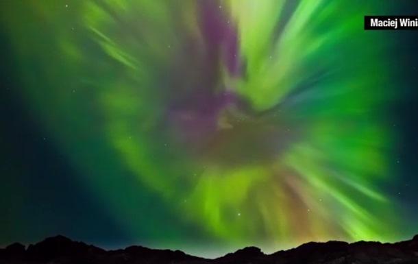 Фотограф снял редкой красоты северное сияние