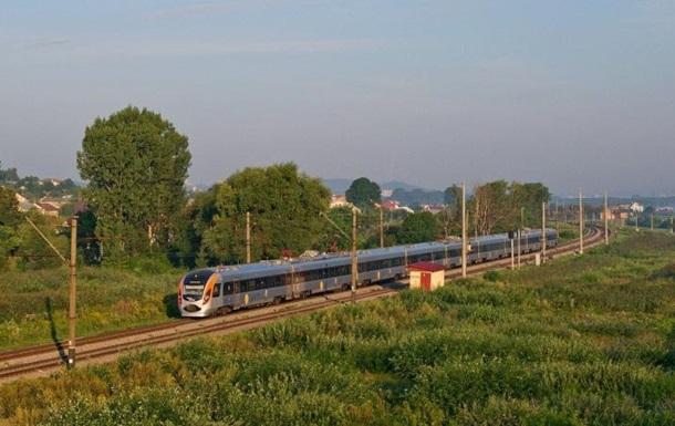 На Львовщине поезд Интерсити насмерть сбил человека