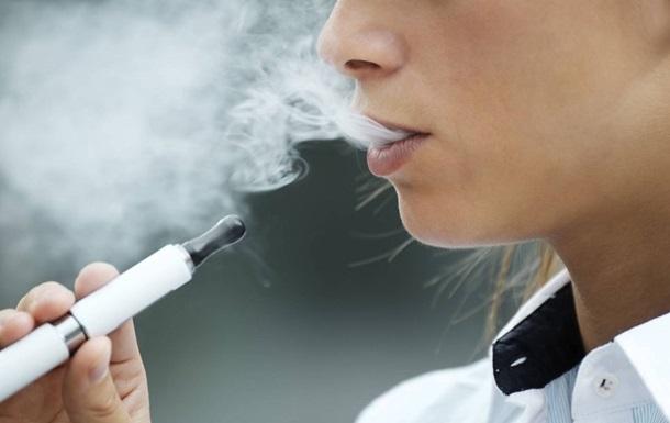 """Електронні сигарети назвали повільними """"вбивцями"""""""