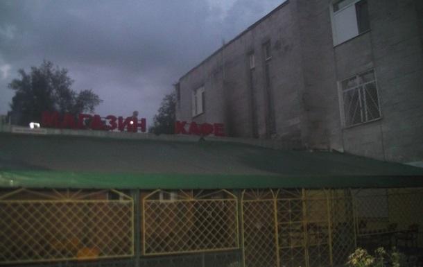 В Харькове бросили  коктейль Молотова  в окно магазина