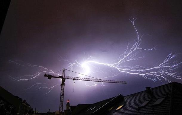 Непогода в Украине обесточила более 90 населенных пунктов