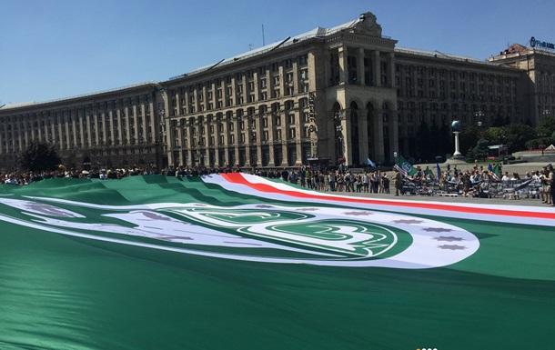 На Майдане развернули флаг непризнанной Ичкерии