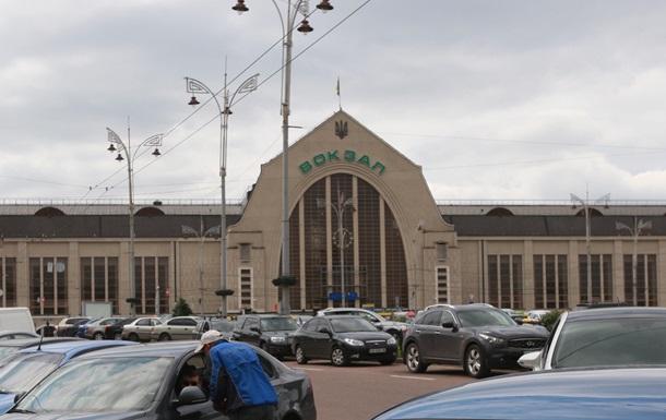 У Києві евакуювали залізничний вокзал: шукають бомбу