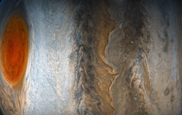 NASA показало барвисті фото Юпітера