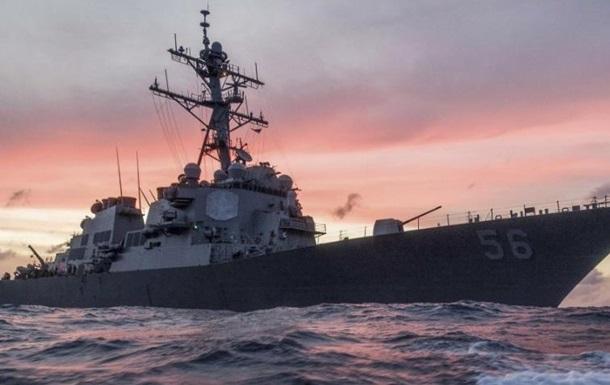 Американский эсминец столкнулся снефтяным танкером уберегов Сингапура